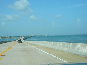 7 mile bridge over seas highway florida keys