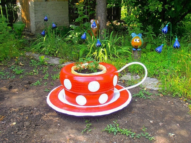 recycle-tires-garden-decor-ideas-coffee-cup-flower-bed