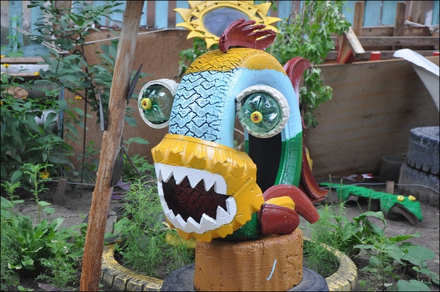 upcycling-used-tire-predator-fish-idea-sharp-teeth-garden-outdoor-repurpose-tires-project