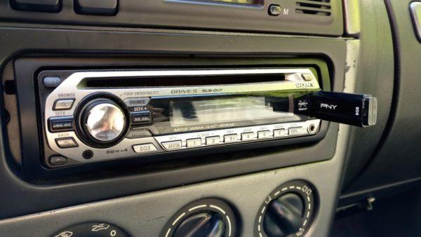 Sony CDX-GT420U car radio with PNY USB flash drive